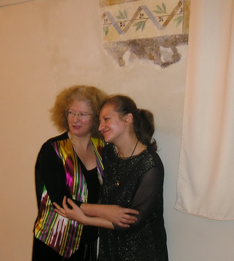 Elizabeth Wilson and Polina Medyulyanova after the concert in ..., Italy 2004
